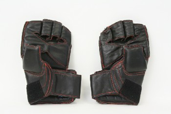 Sport, Martial Arts, PAIR OF WRAP GLOVES,NO FINGERS,RED STITCHING, VINYL, BLACK